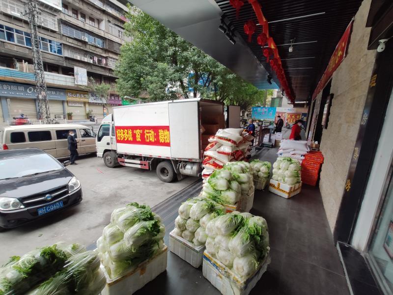 图为公司配送各超市的大米、蔬菜。.jpg